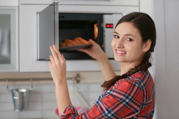 3 Ways to Use a Microwave Oven for Baking
